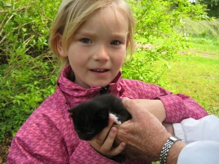 Nell med liten kattunge