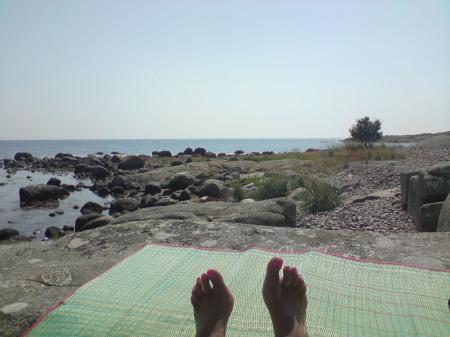 Lata dagar i solen vid havet
